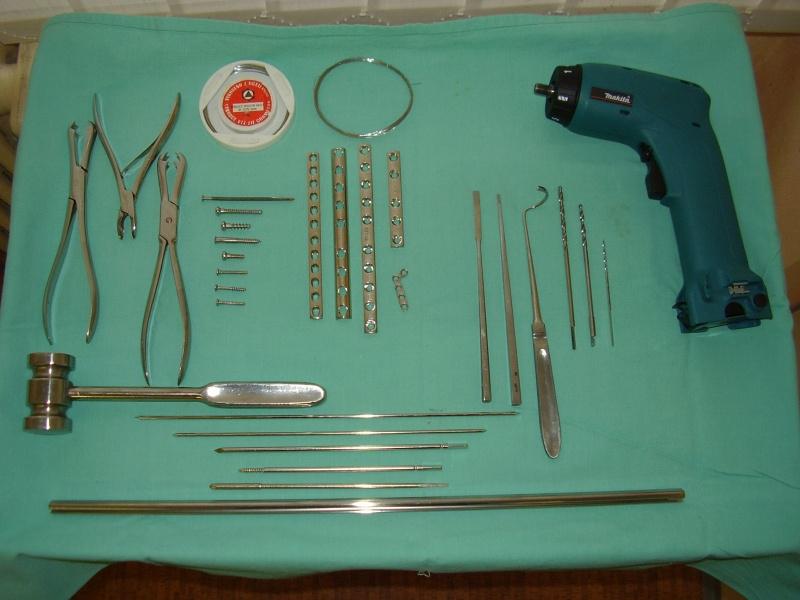 Niečo z vybavenia na chirurgickú terapiu zlomenín